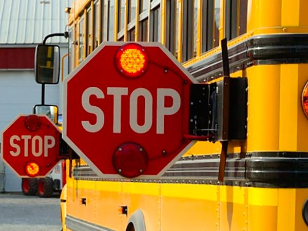 No detiene para un autobús escolar en Nevada